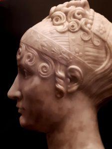 Бартолини. Портрет Элизы Бачокки. 1810. Мрамор. Фрагмент