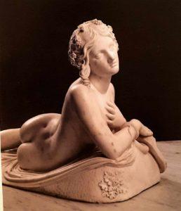 Бартолини. Отдыхающая вакханка (Дирка). Деталь. Мрамор. 1824. Лувр. Париж