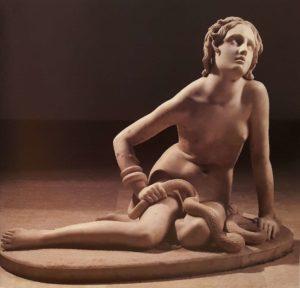 Бартолини. Нимфа змеи или нимфа пустыни. Мрамор. 1840-1850. Фонд Маньяни-Рокка. (Музей в коммуне Траверсетоло в 20 км от Пармы). Италия