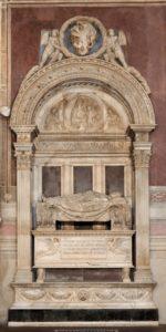 Бернардо Росселлино. Надгробие Леонардно Бруни. 1448-1450. Мрамор. Собор Санта-Кроче. Флоренция