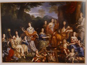 Жан Нокруэ. Семья Людовика XIV в образе римских богов. 1670. Всех перечислять не будем, все-равно мы с ними не знакомы, укажем на: Людовика XIV (сидит в правом верхнем углу, он же Зевс или Феб), его жену Марию-Терезию Испанскую (сидит под его рукой, она же Юнона или Гера, супруга Зевса), она держит своего старшего сына - Великого Дофина (умерший дед Людовика XV)