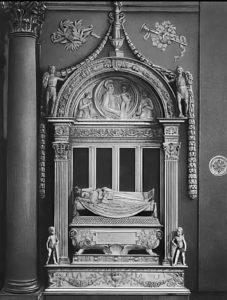 Дезидерио да Сеттиньяно. Надгробие Карло Марсуппини. Около 1453. Мрамор. Собор Санта-Кроче. Флоренция