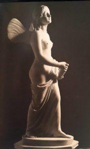 Эмиль Вольф. Психея с урной Пандоры. Мрамор. 1839 по модели 1838. Сюжет взят из Апулея