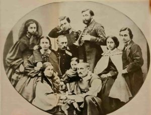 Семейная фотография. Ок.1863 г. П.Клодт в первом ряду справа