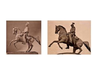 Слева: Модель – аллюр на левой ноге. Справа: Памятник – аллюр на правой ноге. Поскольку император сидит фронтально, то эта замена левого на правое с эстетической точки зрения может быть обоснованной только тем, с какой преимущественно стороны публика будет смотреть на памятник