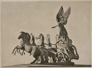 Нарвские ворота. Коней сделал Клодт, колесницу – Демут-Малиновский, Гения – С.С.Пименов, которого царь отстранил от коней в пользу Клодта