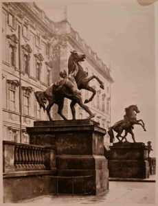 П.К.Клодт. Первая и вторая группы, подаренные прусскому королю. Королевский дворец. Берлин. 1842