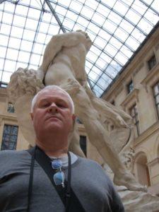 Милон Кротонский за спиной. Лувр. Фото автора
