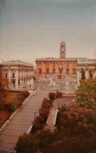 Площадь Капитолия, реконструированная по проекту уже престарелого Микеланджело, куда он перенес случайно сохранившуюся античную конную статую Марка Аврелия, сделав для нее пьедестал. На заднем плане Диоскуры