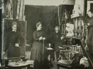 Графиня С.В.Панина позирует Репину в мастерской Репина в «Пенатах». Фото, видимо, 1908-1909 годов. Репин рядом с «Мальчиком»