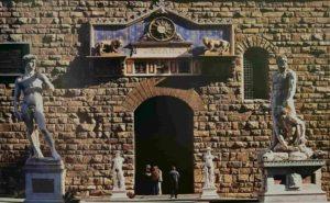 Давид и Геркулес с Какусом около входа в палаццо Веккьо