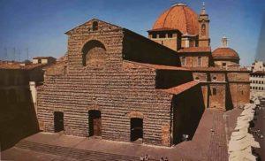 Базилика Св. Лаврентия (потом базилика стала называться Сан-Лоренцо в честь Лоренцо Великолепного). С большим куполом