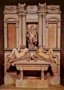 """Микеланджело. Джулиано Медичи, герцог Немурский. Слева под ним дама """"Ночь"""", это скульптура была сделана первой. Справа мужчина """"День"""""""