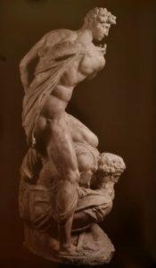 Микеланджело. Победа. Вид сбоку